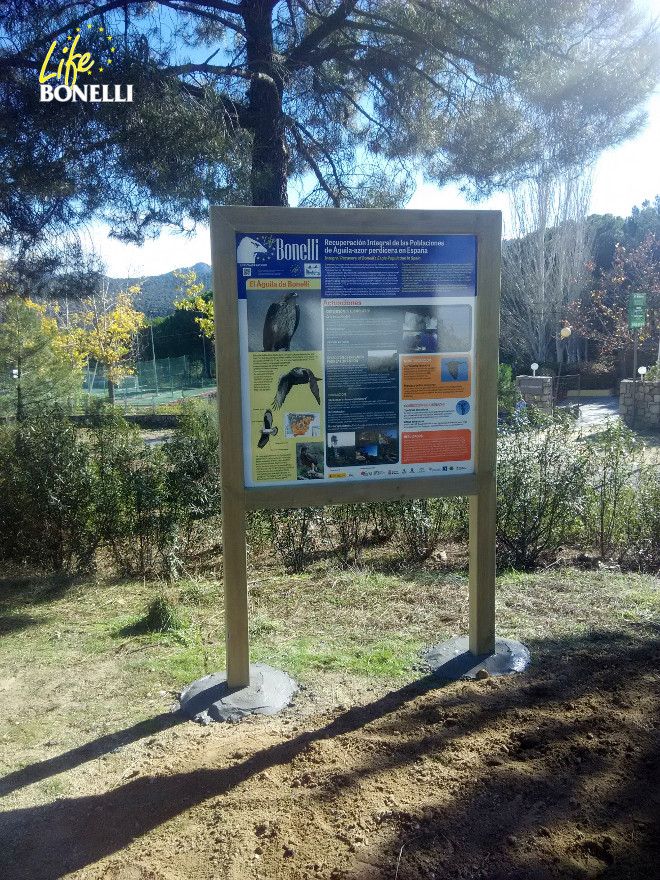 The new signboard about Life Bonelli in the Western Mountains of Madrid.